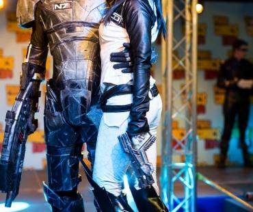 Zephon Cos en Shepard et Safana cosplay en Miranda